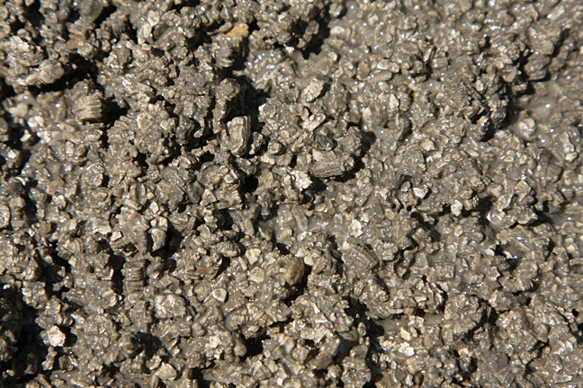 Vermicrete, or vermiculite concrete, the insulating foundation for a pizza oven
